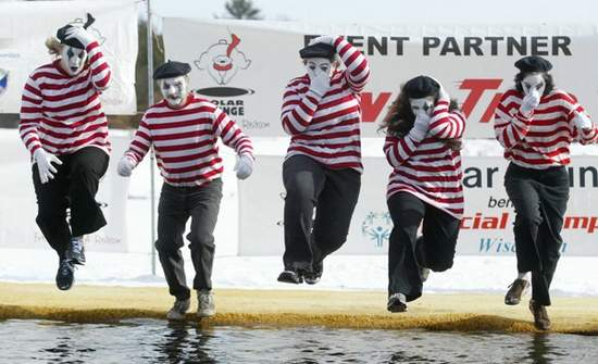 Mimes take the plunge