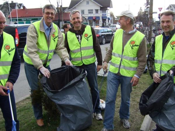 Lions in Norway Go Green to Keep Olso Clean