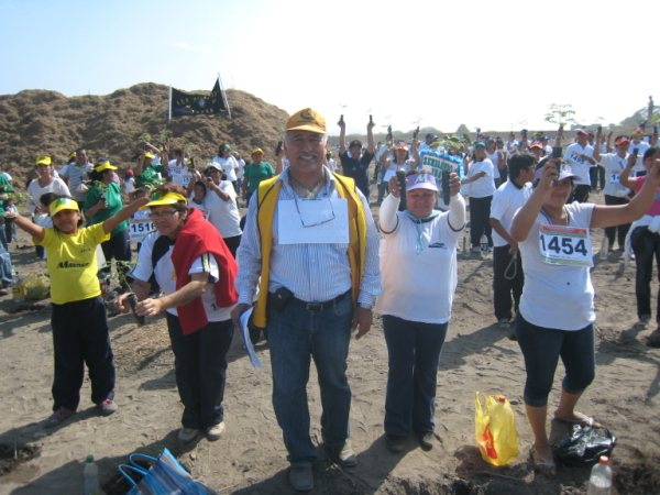 Lions in Peru Celebrate Guiness World Record for Tree Planting