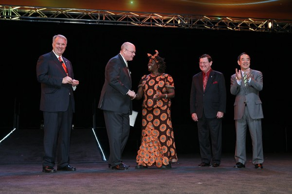 Wangari Maathai wins Lions Humanitarian Award