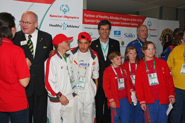 LCIF Chairperson Eberhard J. Wirfs and Dr. Timothy Shriver, Chairman and CEO of Special Olympics with Special Olympics athletes.