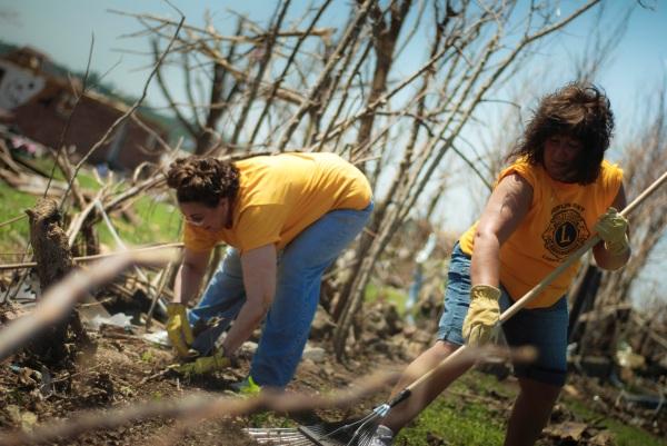 Lions Clubs Help Tornado Victims in Joplin